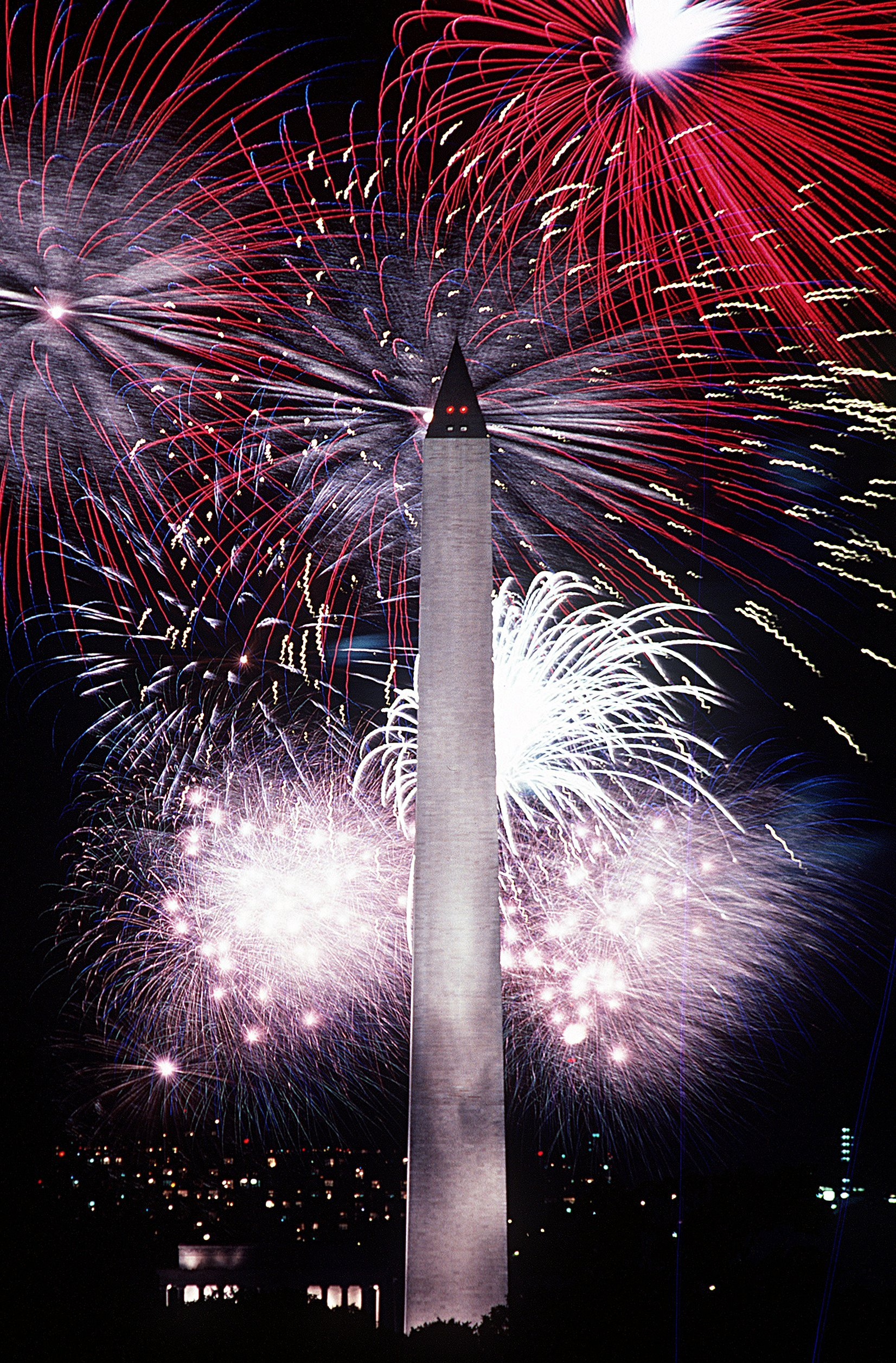 Fireworks behind the Washington Monument