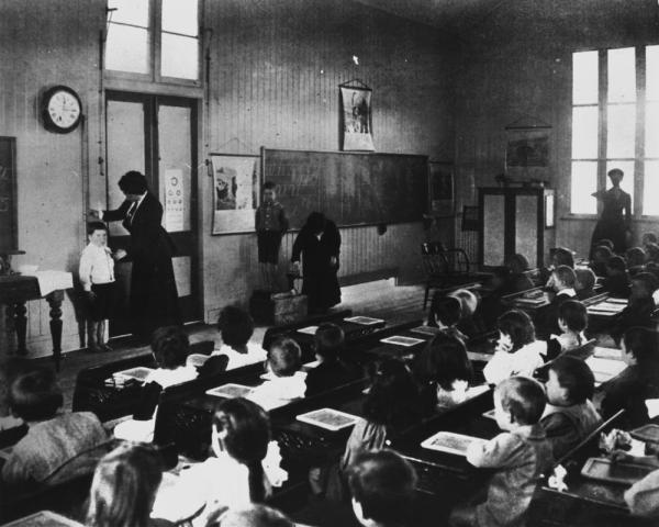 File Statelibqld 1 112832 Interior View Of Classroom