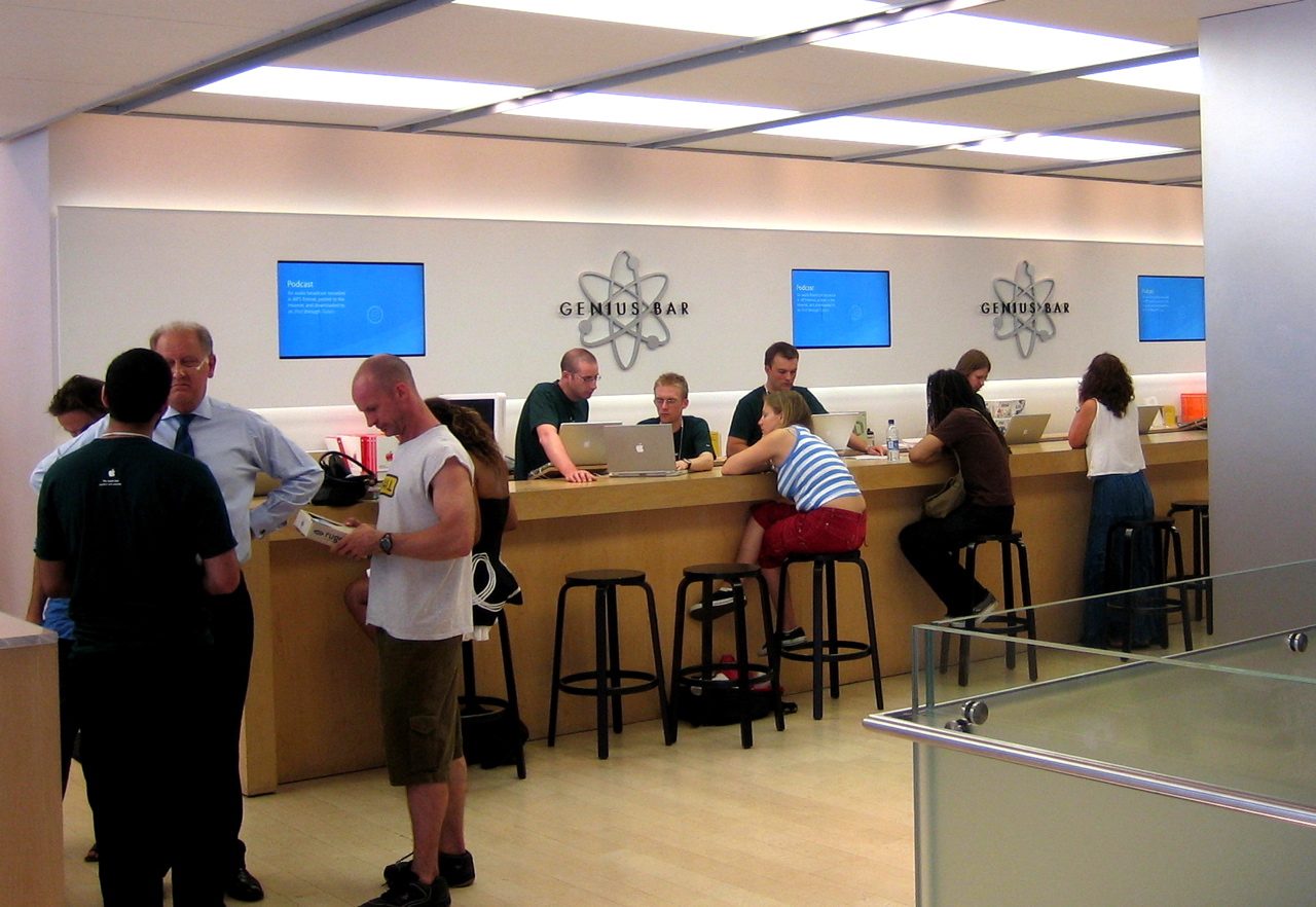 Picture of the Genius Bar in the Apple Store Regent Street, London