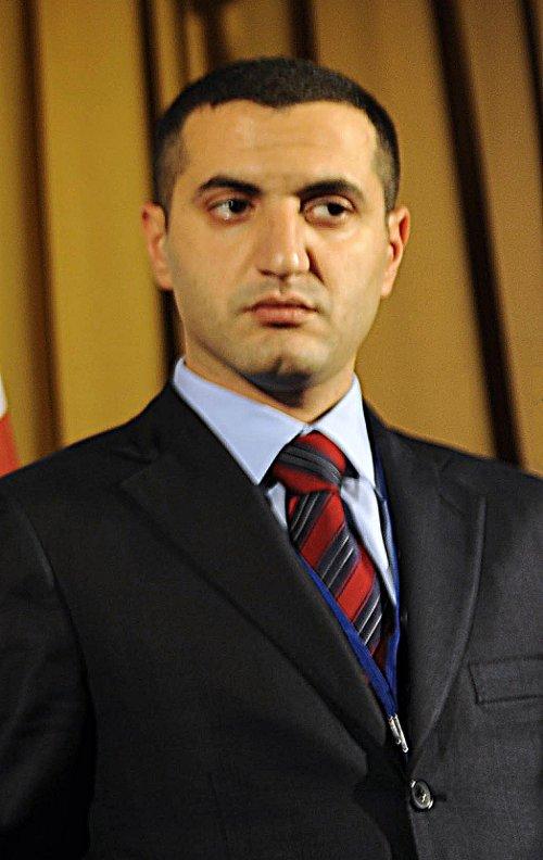 https://i0.wp.com/upload.wikimedia.org/wikipedia/commons/6/6a/Davit_Kezerashvili.jpg