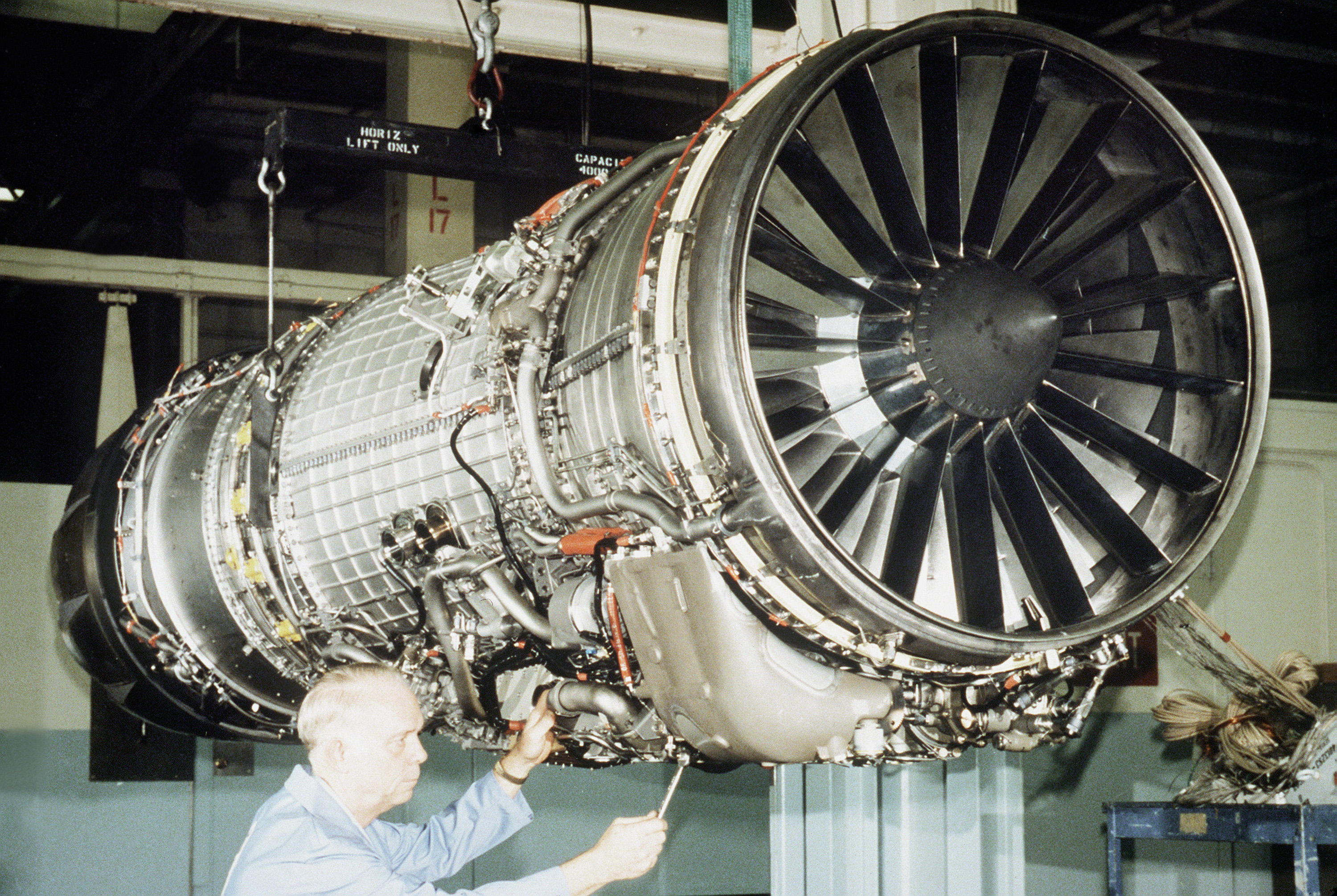 General Electric F118