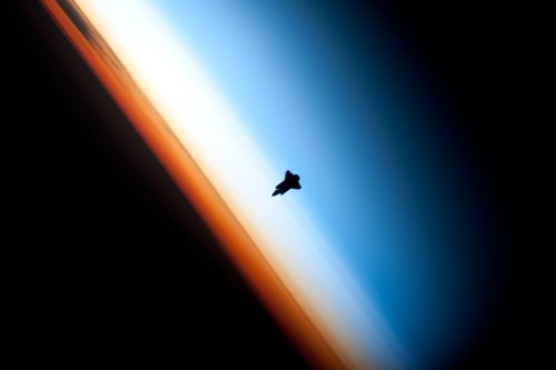 small resolution of space shuttle endeavour orbiting in the thermosphere because of the angle of the photo it appears to straddle the stratosphere and mesosphere that