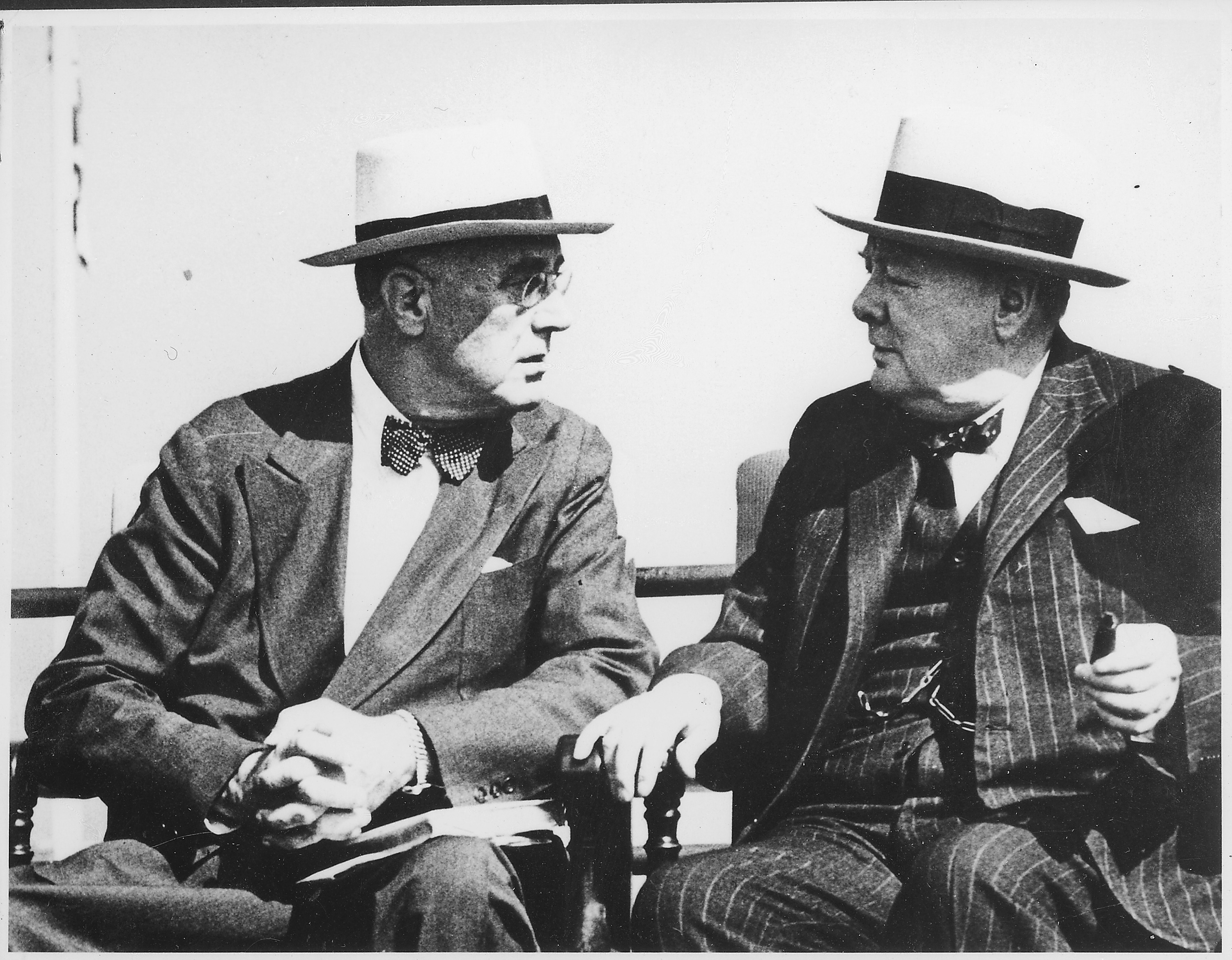 https://i0.wp.com/upload.wikimedia.org/wikipedia/commons/6/6b/Franklin_D._Roosevelt_and_Churchill_in_Quebec,_Canada_-_NARA_-_195419.jpg