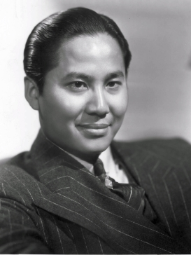 Keye Luke studio publicity photo while on the ...