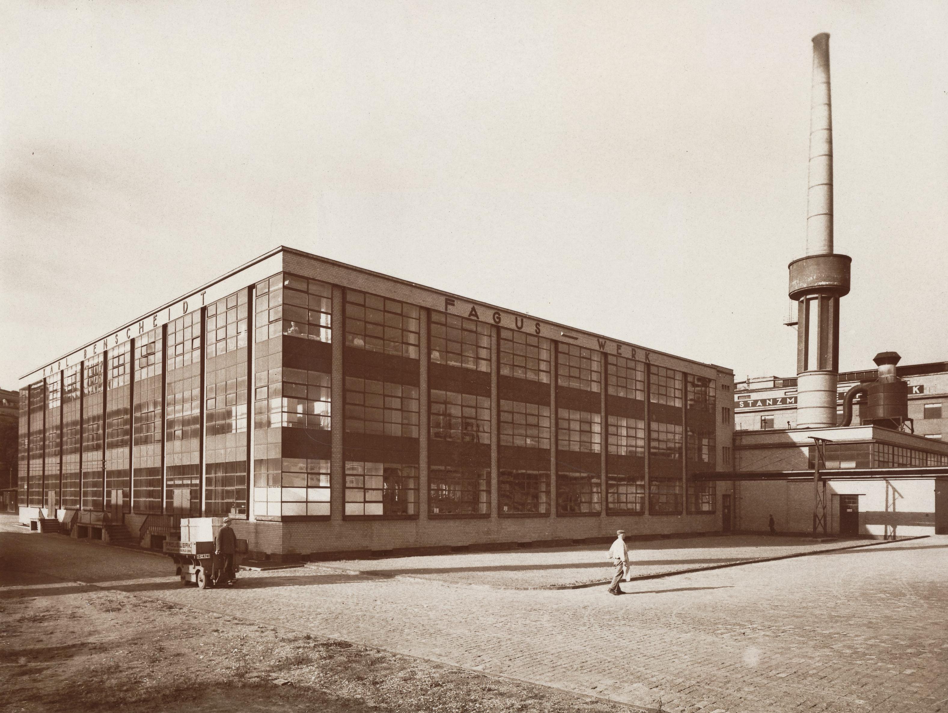 Datei19111914 durch die Architekten Walter Gropius und Adolf Meyer erbautes FagusWerk in