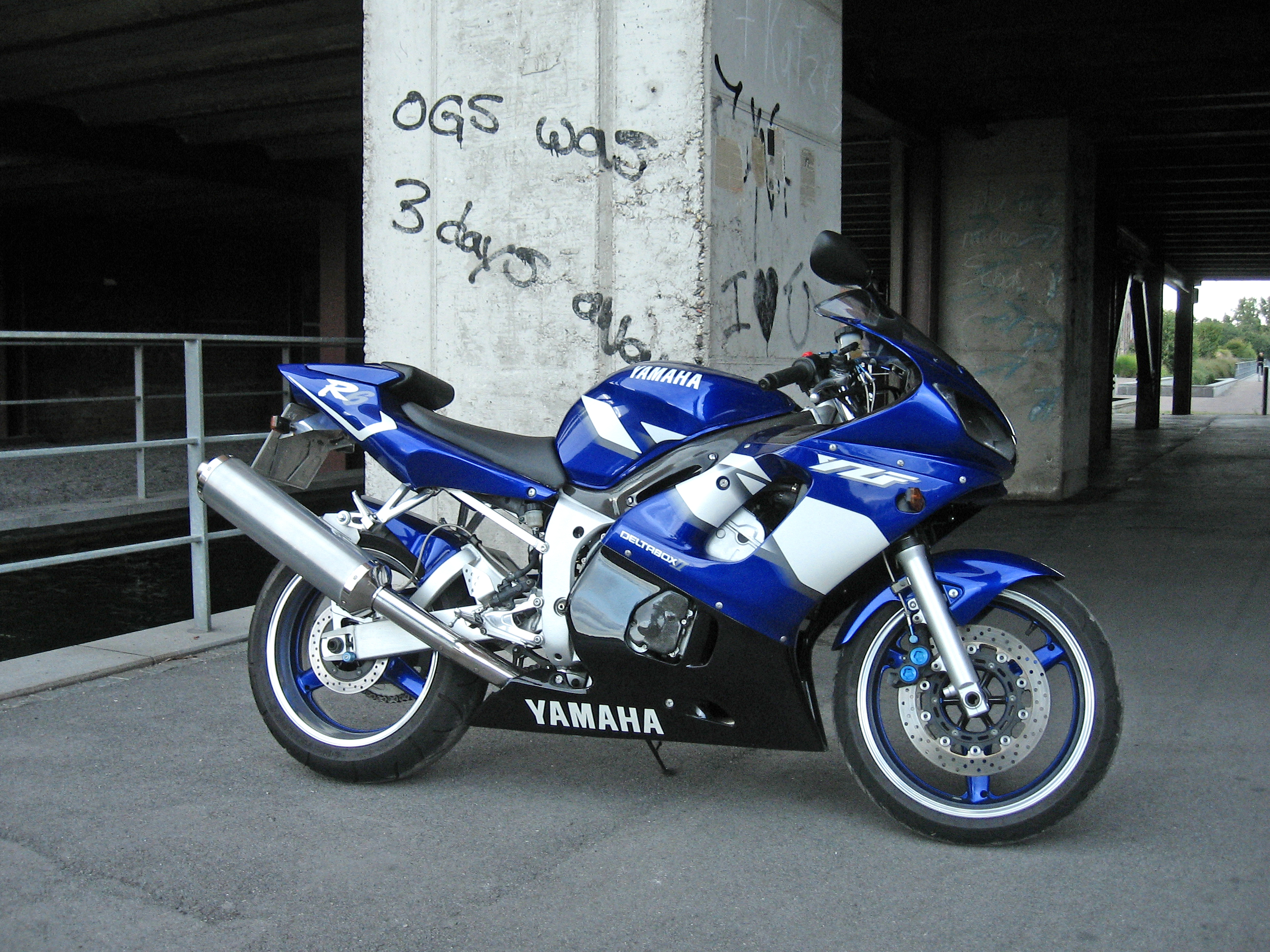 file blue yamaha r6
