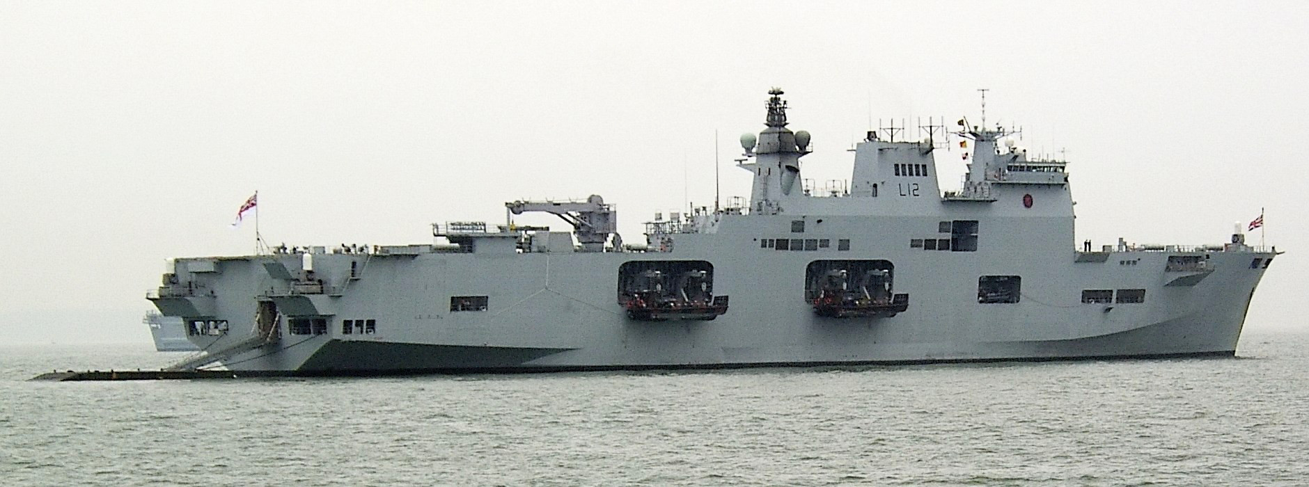 https://i0.wp.com/upload.wikimedia.org/wikipedia/commons/6/6e/HMS_Ocean_IFOS2005%2C_cropped.jpg