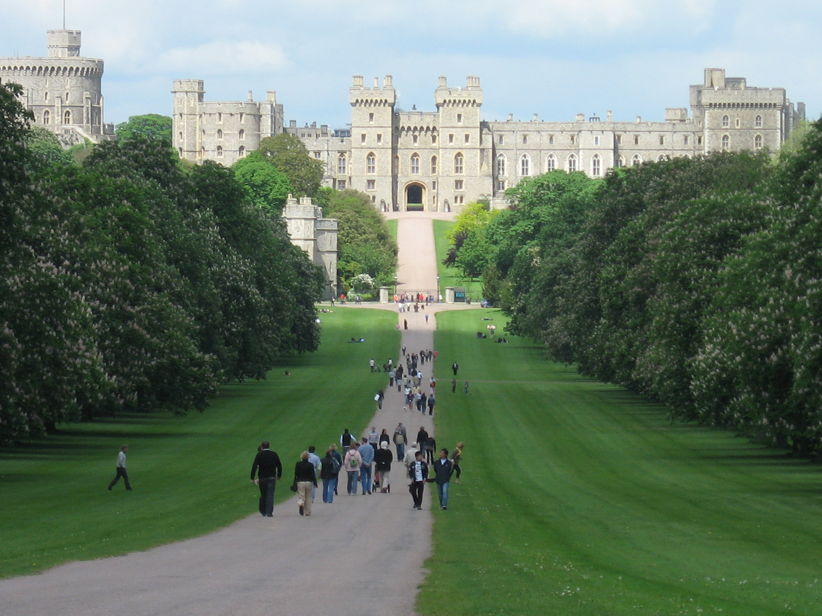 Windsor Castle A Look at the Worlds Oldest Castle