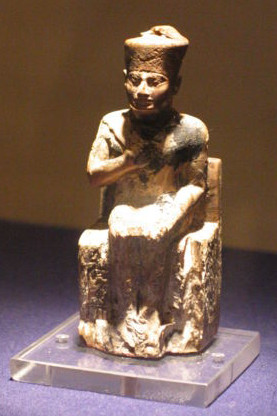 Statue of Khufu in the Cairo Egyptian Museum (...