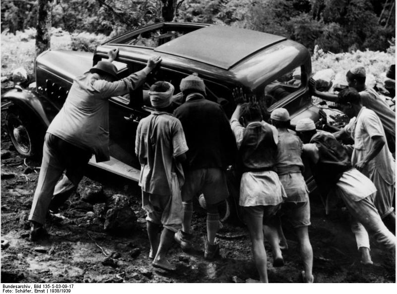 File:Bundesarchiv Bild 135-S-03-09-17, Tibetexpedition, Autopanne.jpg