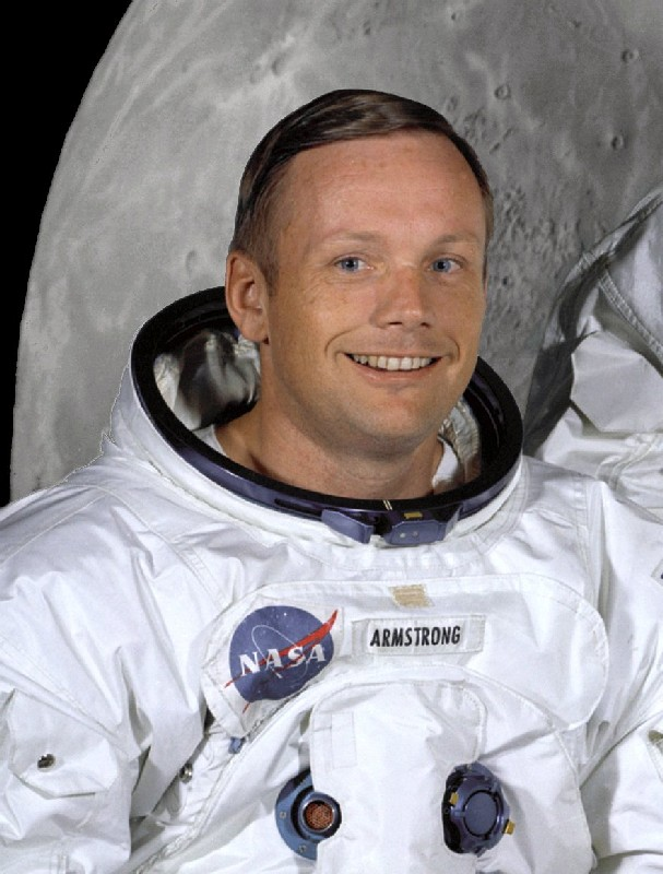 https://i0.wp.com/upload.wikimedia.org/wikipedia/commons/7/72/Neil_Armstrong_in_suit.jpg