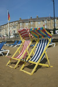 File Deckchairs At Sandown Beach 3 Jpg Wikimedia Commons