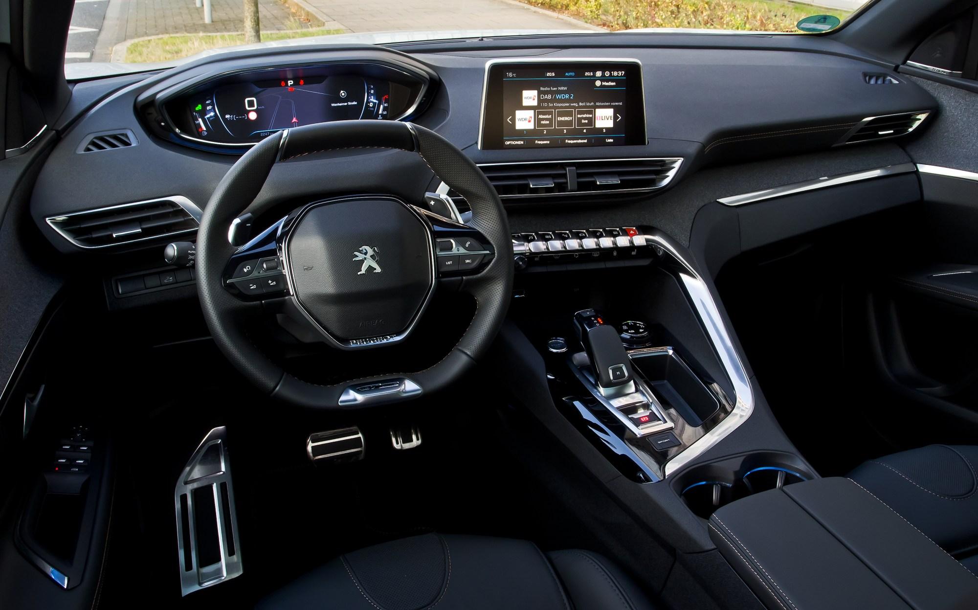 hight resolution of interior peugeot 3008 hybrid4