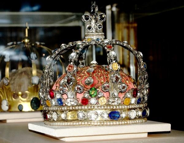 File Crown-jewels-mus Du Louvre-dsc - Wikimedia Commons