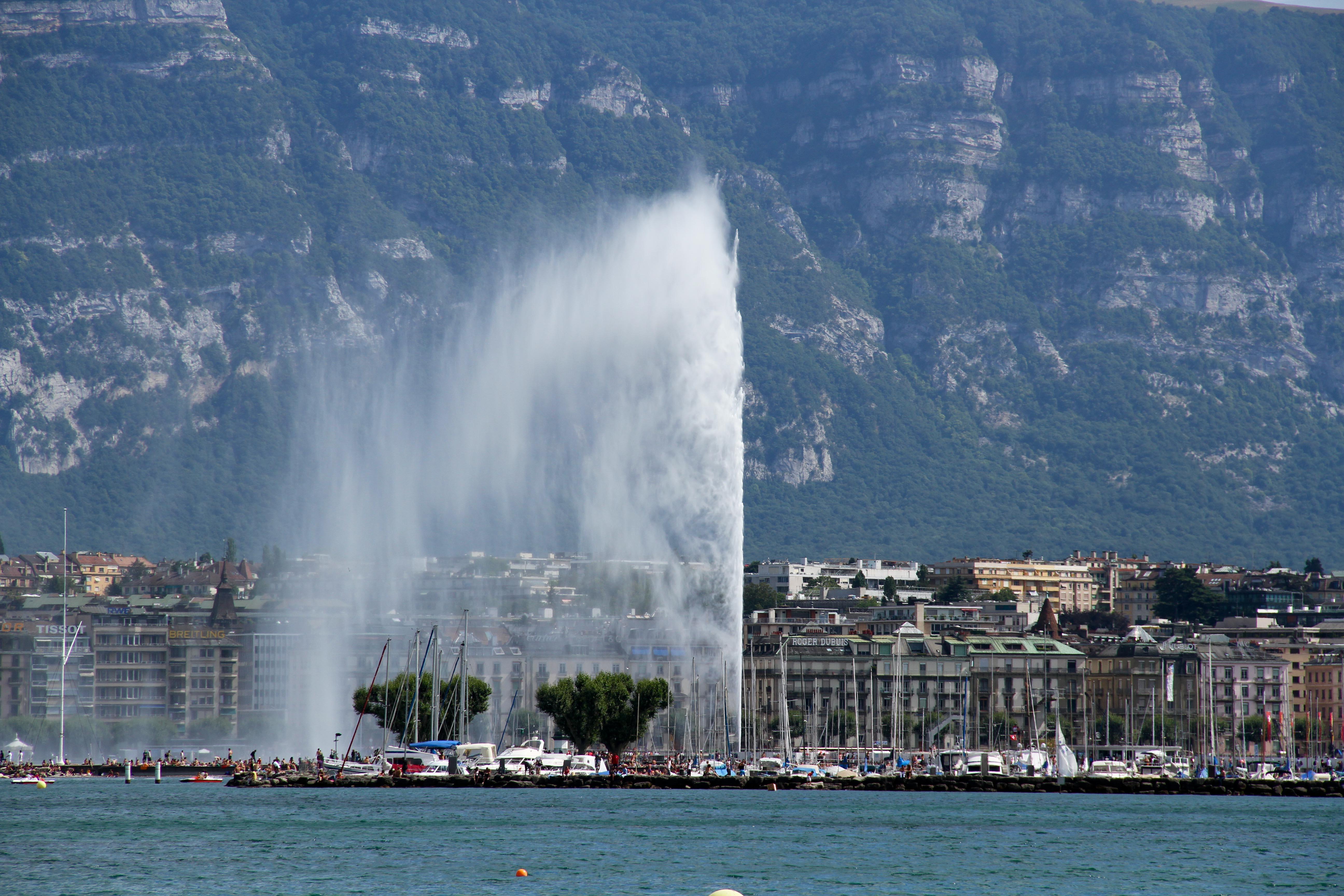 File:Geneva Fountain.jpg - Wikimedia Commons