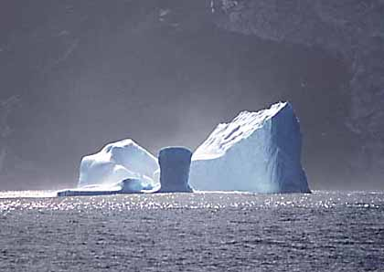 https://i0.wp.com/upload.wikimedia.org/wikipedia/commons/7/75/Iceberg-Antarctica.jpg