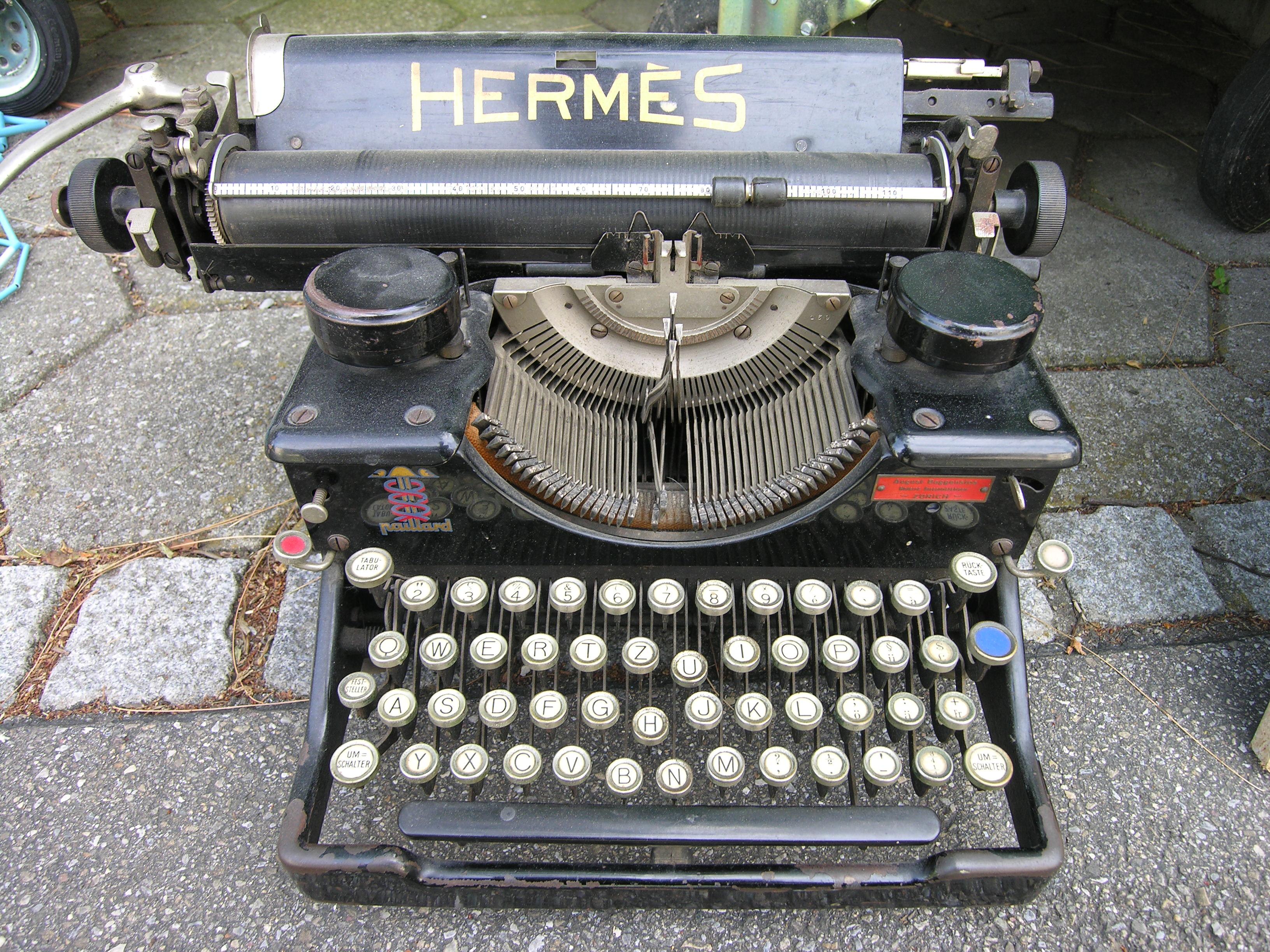 """Typewriter """"Hermes"""""""