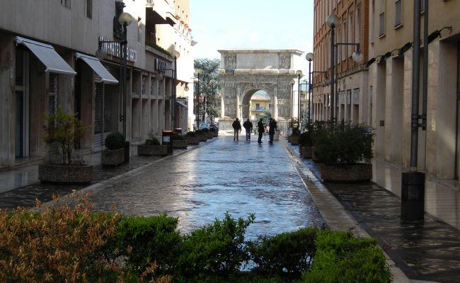 File Via Traiano Benevento Jpg Wikimedia Commons