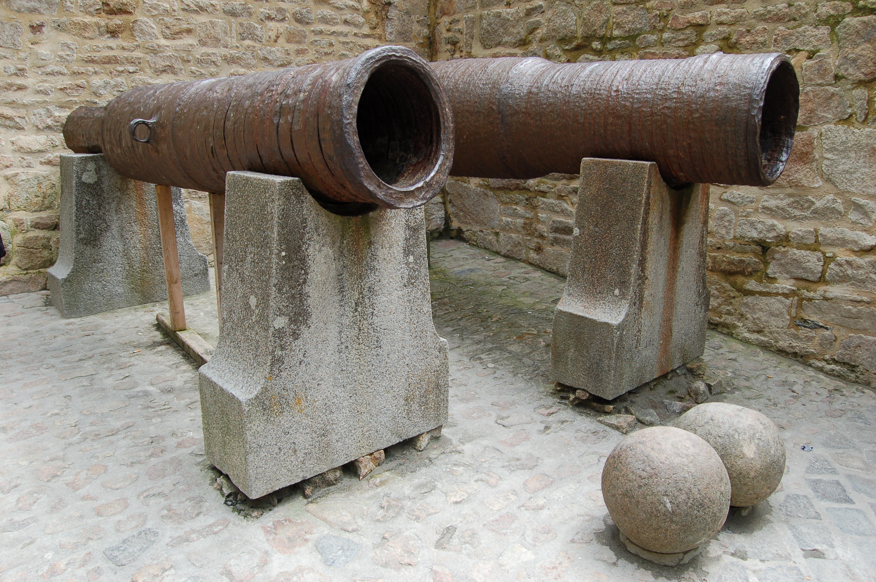 Bombard the XV century.
