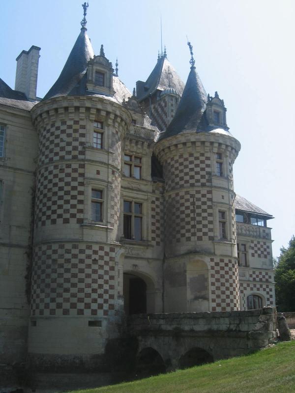 Chteau Des Aux - Wikipedia
