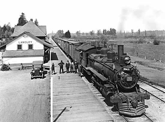 Filelangley Train Stationjpg  Wikimedia Commons