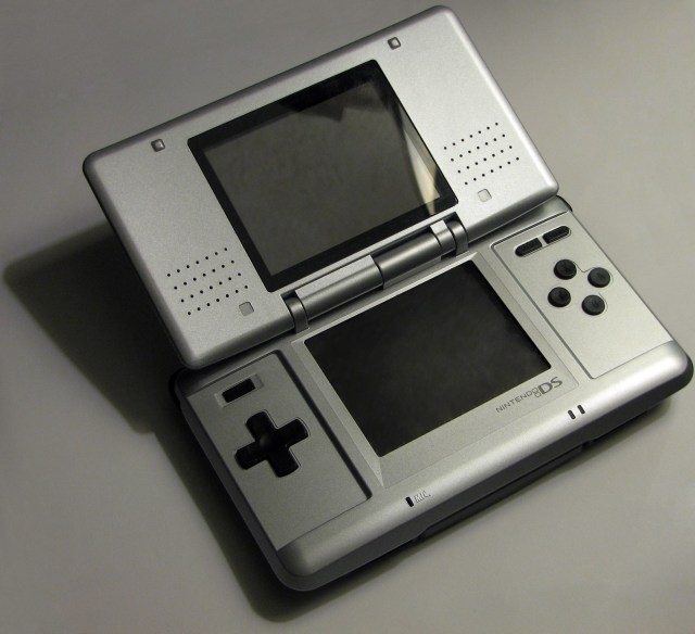File:NintendoDS Warm.jpg - Wikipedia