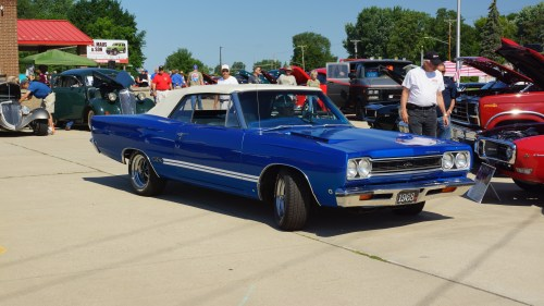 small resolution of file 1968 plymouth gtx convertible annandale mn 42382840955 jpg