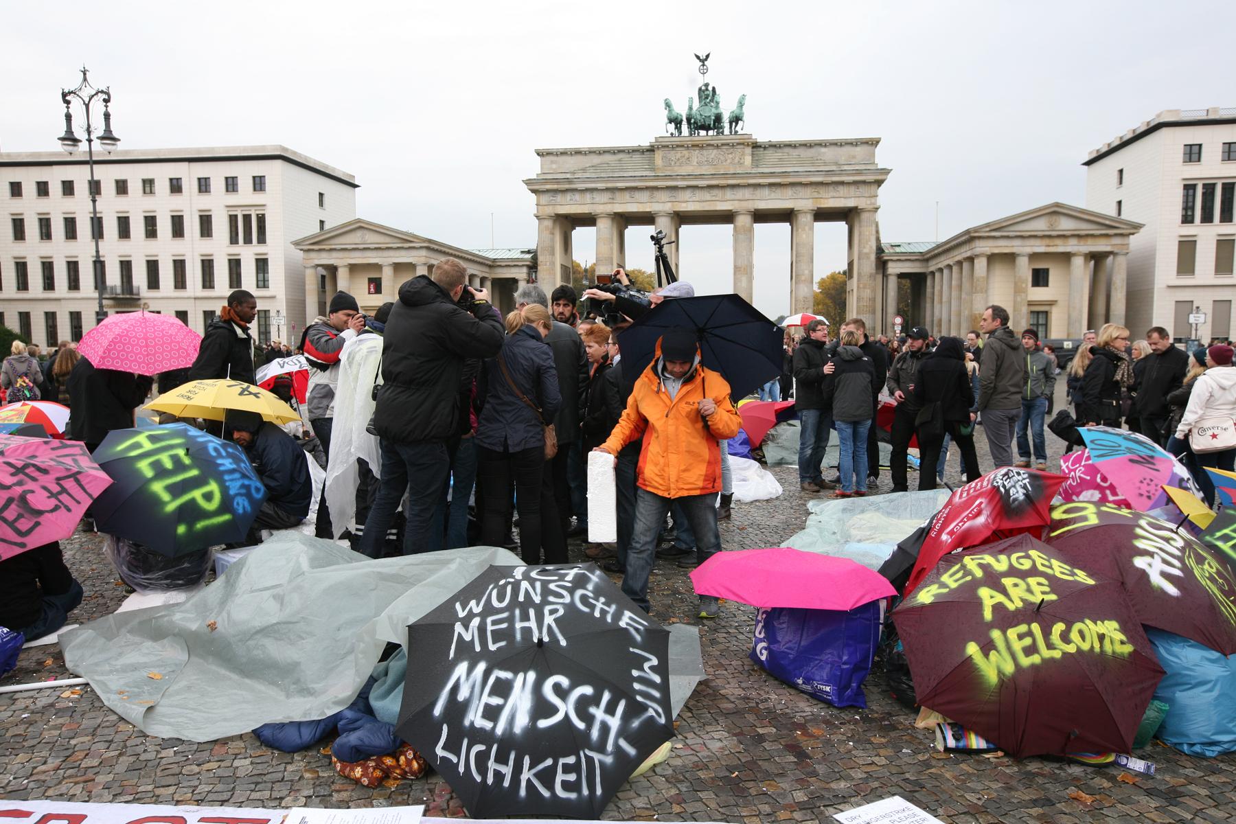 Refugee Hungerstrike, Berlin, Brandenburg Gate.