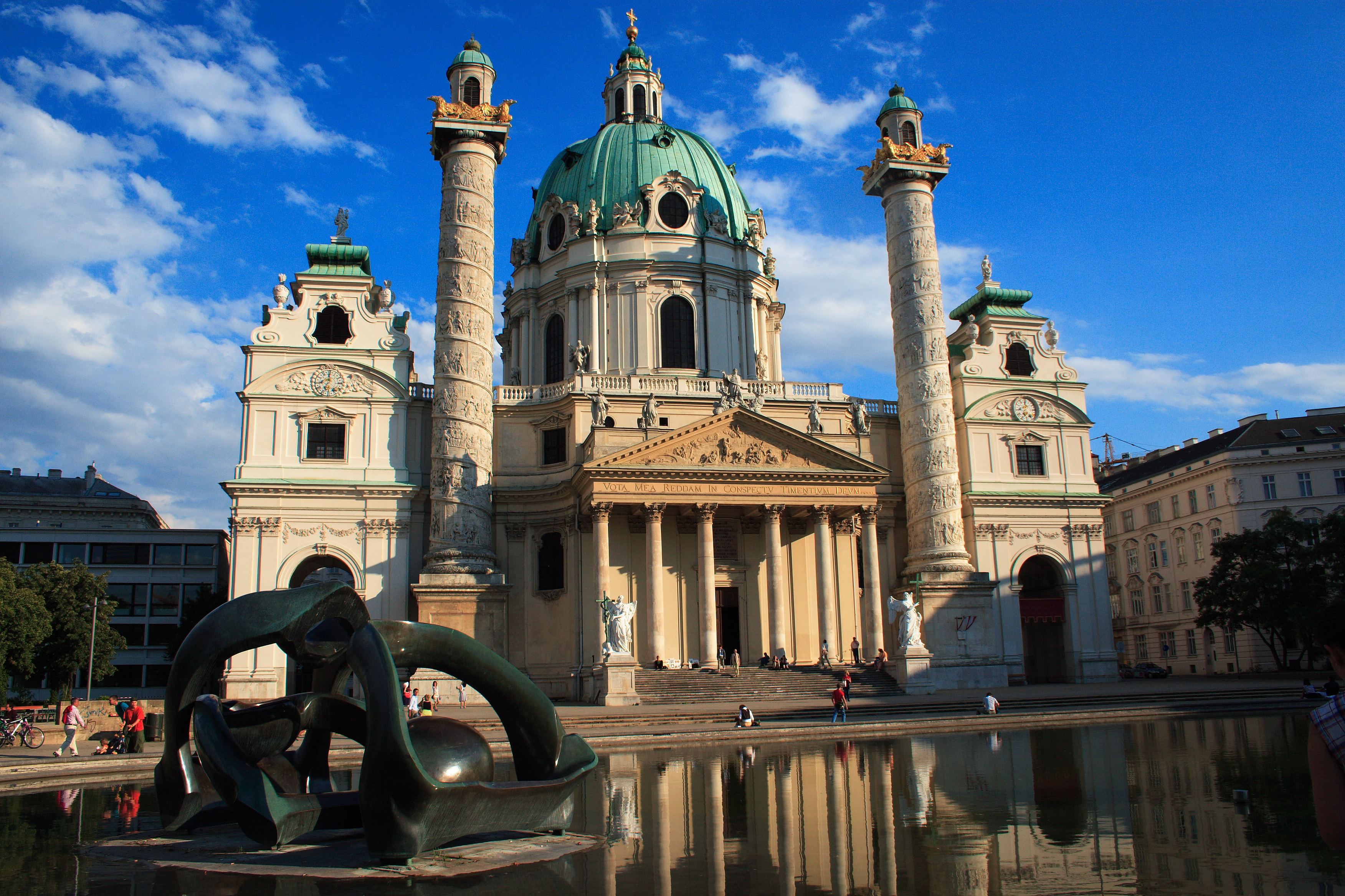 https://i0.wp.com/upload.wikimedia.org/wikipedia/commons/7/7b/Karlskirche,_Vienna.jpg