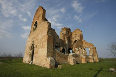 File:Ruins of the medieval Catholic church of Arač Aracs near Novi Bečej jpg Wikimedia Commons