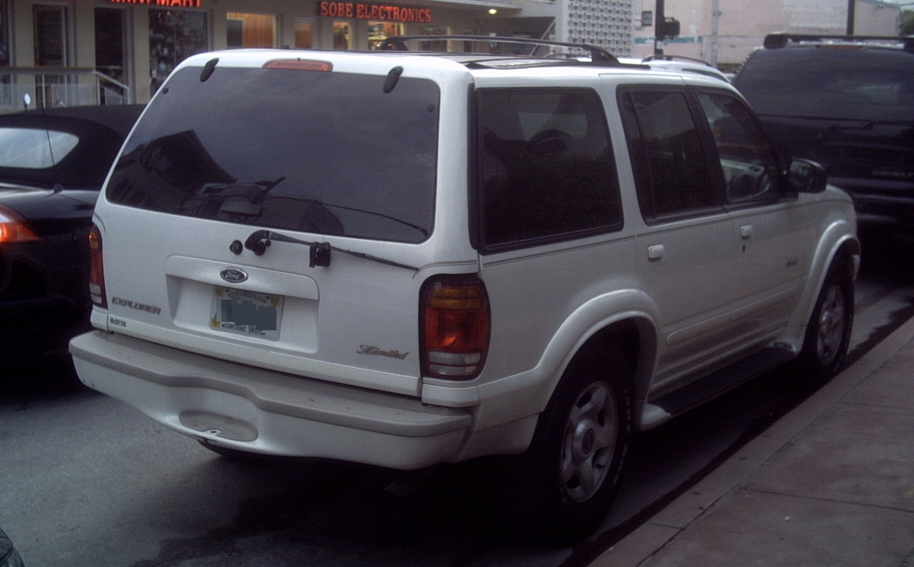 hight resolution of file 99 01 ford explorer limited rear jpg