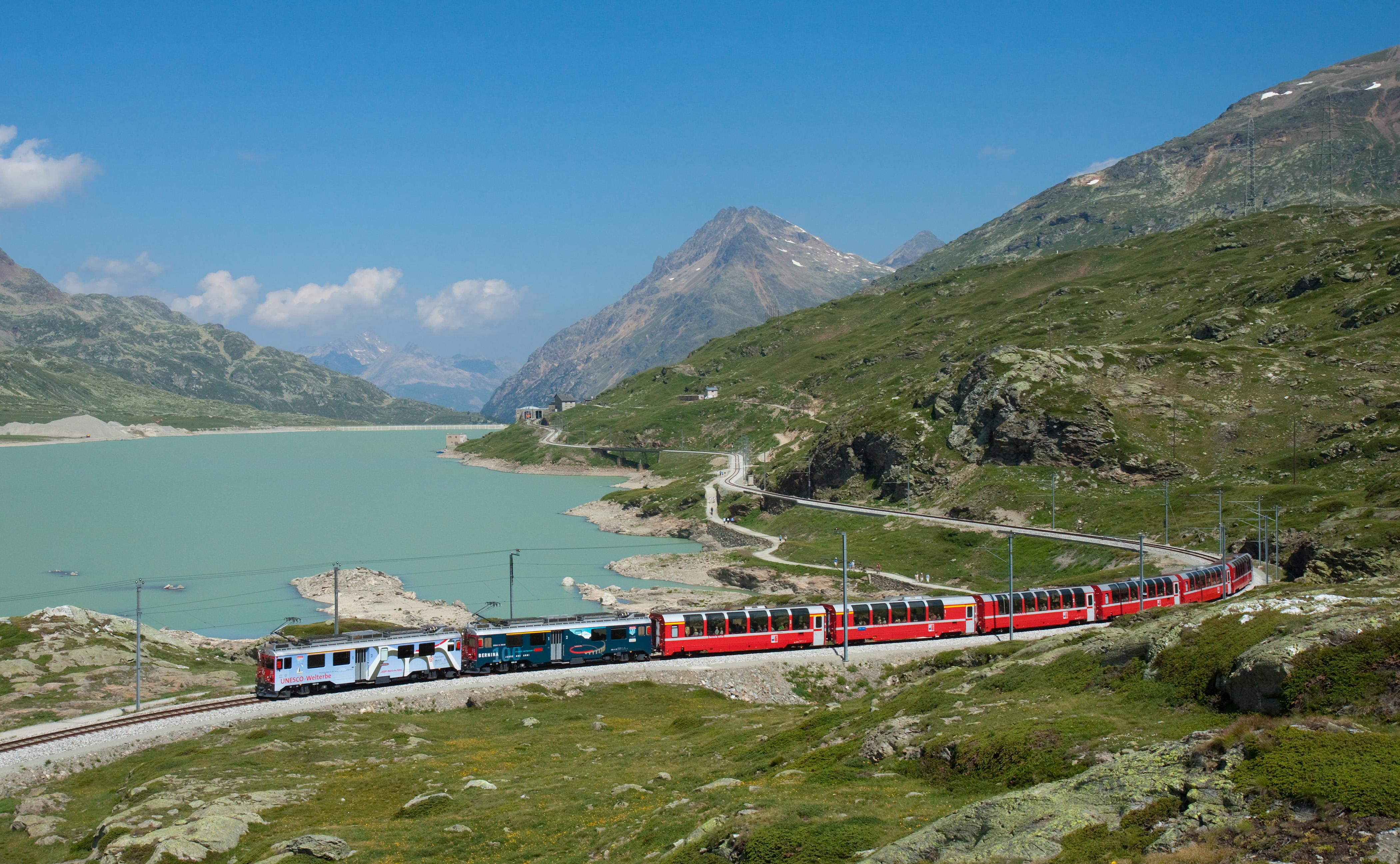 https://i0.wp.com/upload.wikimedia.org/wikipedia/commons/7/7c/RhB_ABe_4-4_III_mit_Bernina-Express_am_Lago_Bianco.jpg
