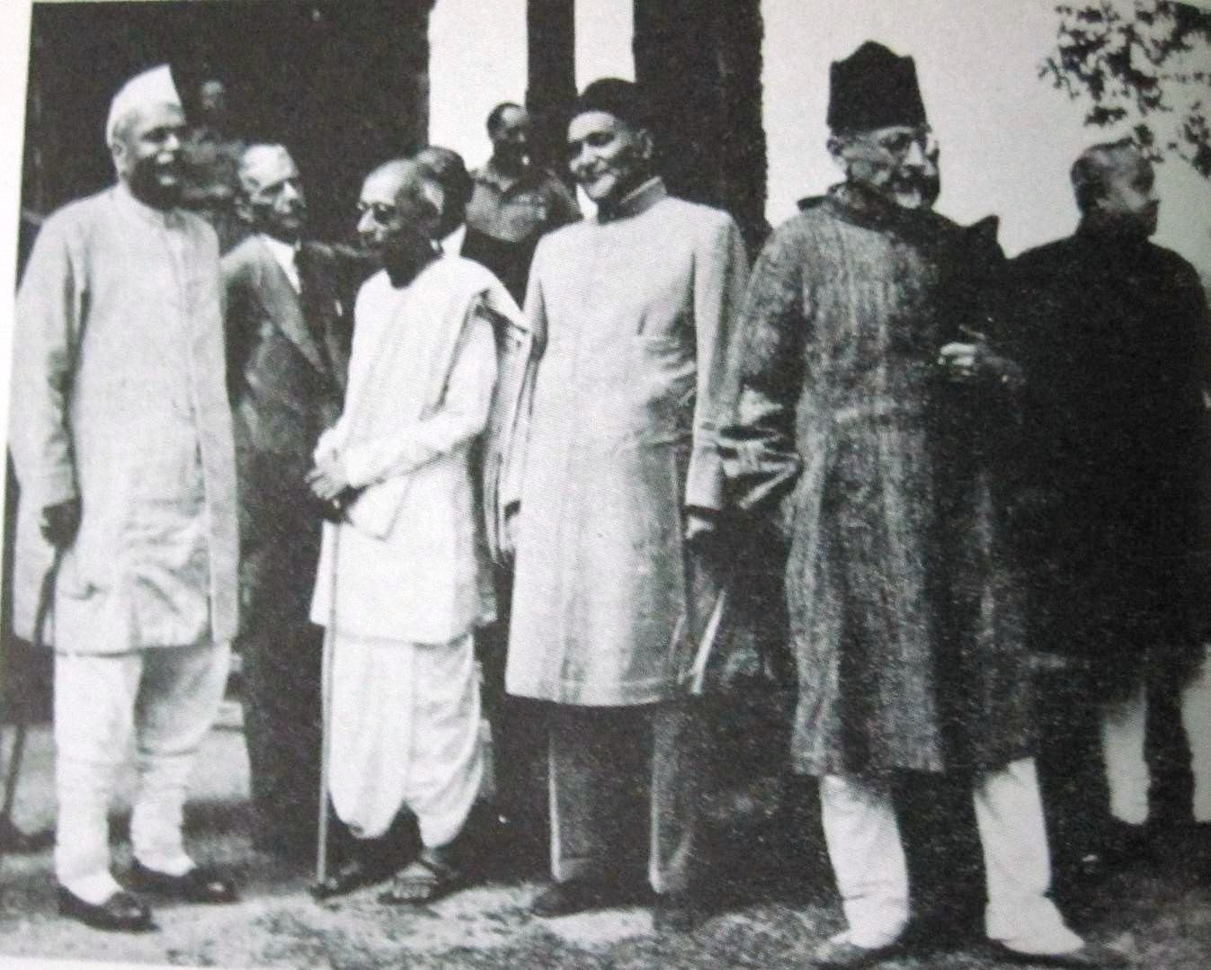 English: Indian leaders at the Simla Conferenc...