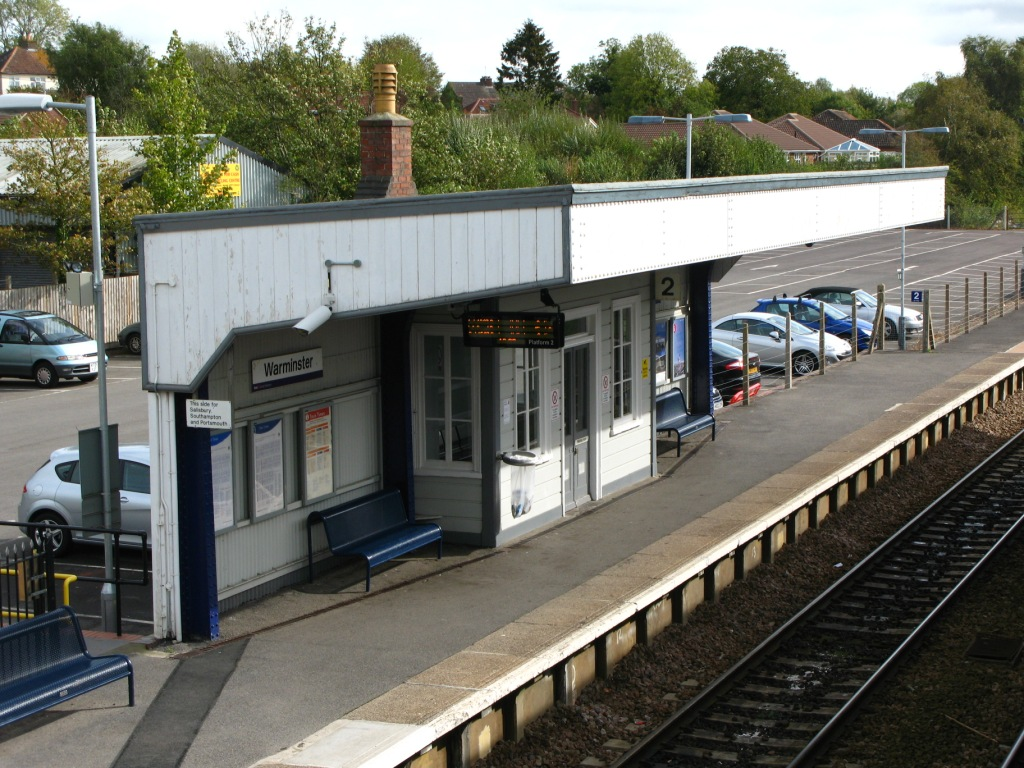 File2011 at Warminster station  down sideJPG