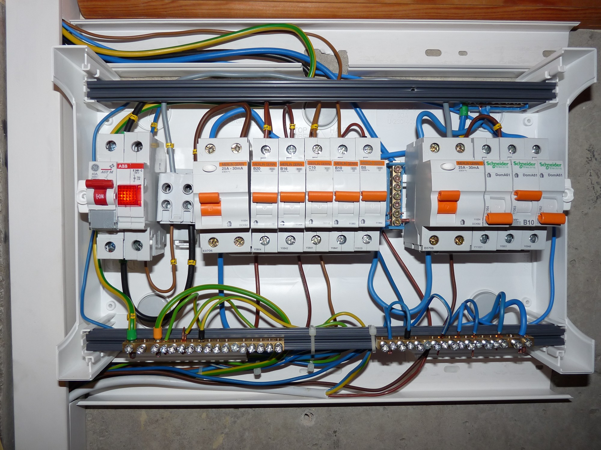 hight resolution of file linnam e 37 fuse box is wired jpg