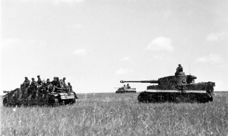 File:Bundesarchiv Bild 101III-Cantzler-077-24, Russland, Vormarsch deutscher Panzer.jpg