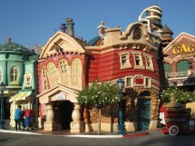 File Disneyland Img - Wikimedia Commons