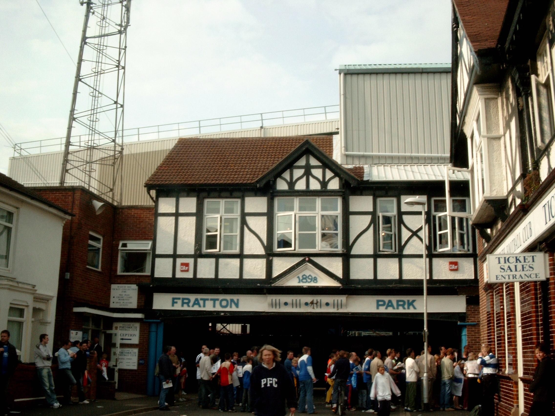 Calcisticamente una rivalit fortissima separa Southampton e Portsmouth solo che al momento le due squadre sono separate anche dall opposto destino la