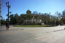 File Fuente De Sevilla & Hotel Alfonso Xiii 2