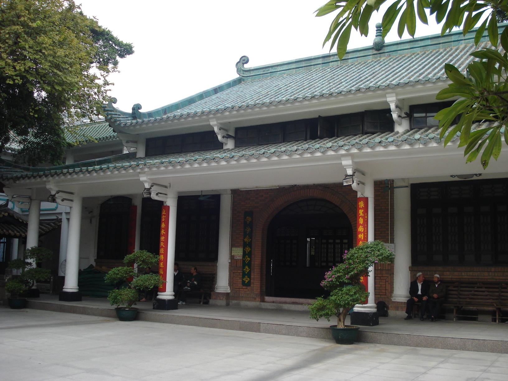12) La mosquée de Huaisheng à Khanfou (nom arabe de Canton ou Guangzhou) en Chine fut construite par le compagnon Saad ibn abi Waqqas (radi ALLAH anhu) (a l'issue d'une ambassade)