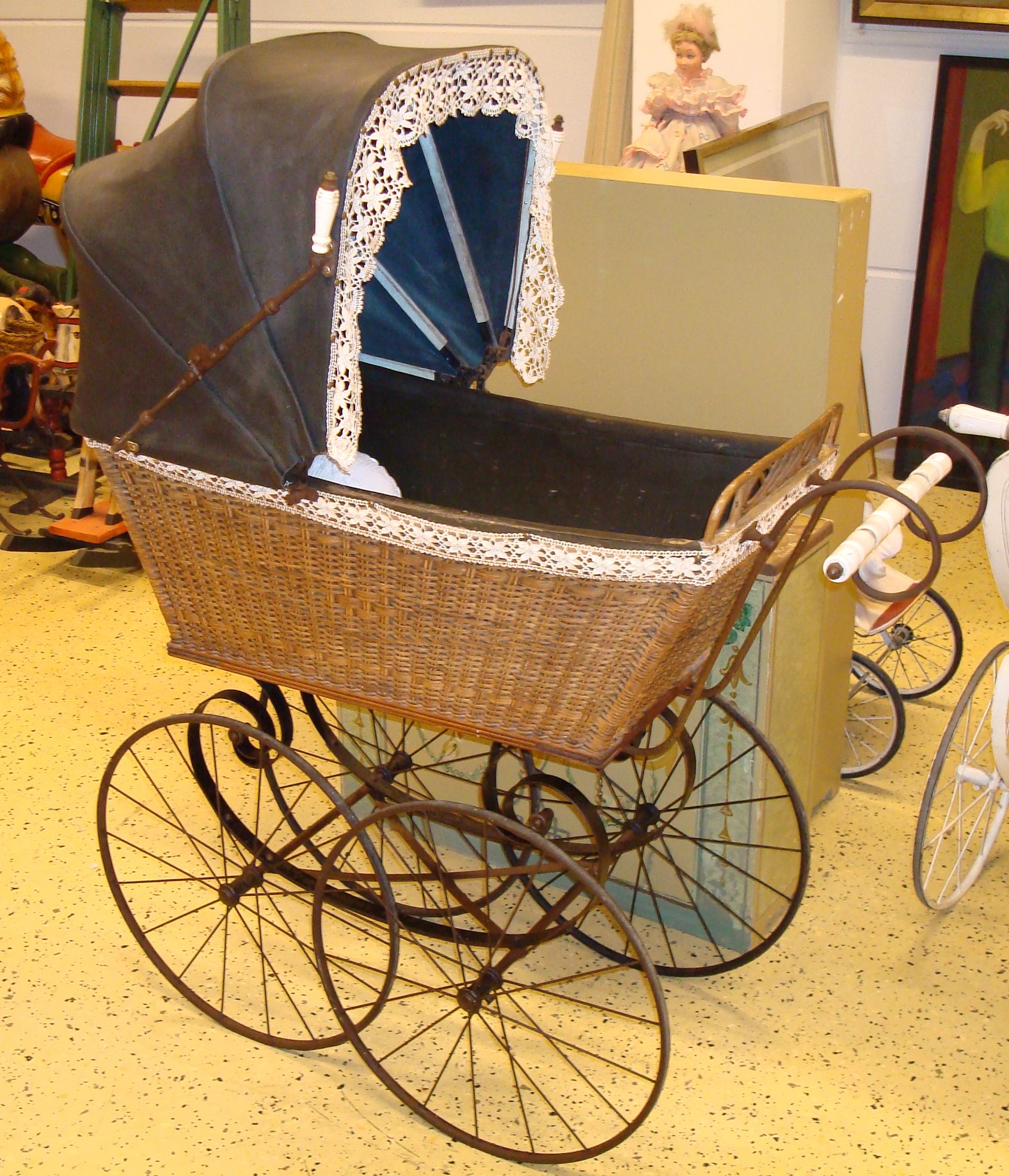 Claus Ableiter, Historical Baby Carriage