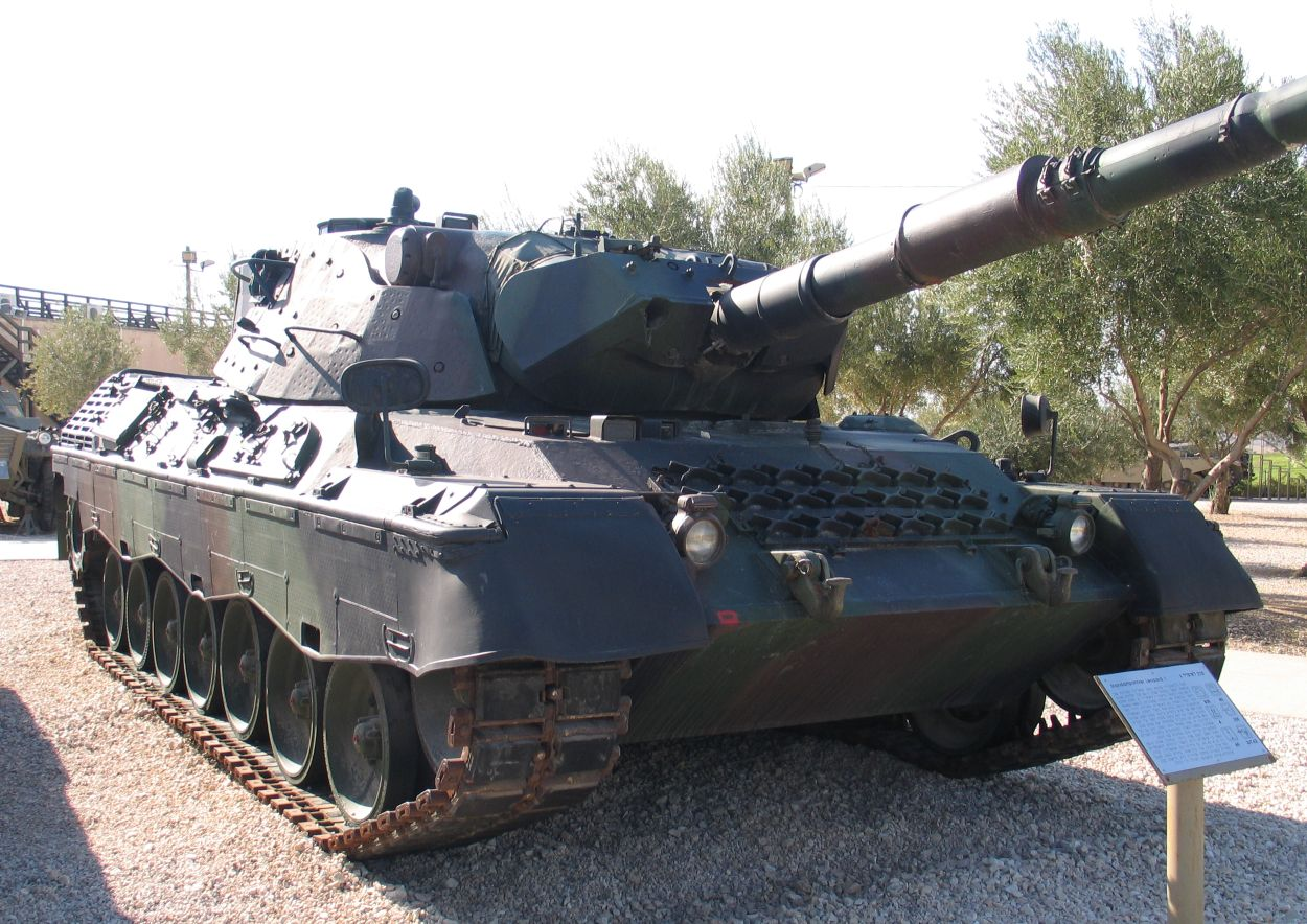 http://upload.wikimedia.org/wikipedia/commons/7/7f/Leopard-1-latrun-1.jpg