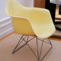 Eames Bucket Chair Tufted Lounge File Charles And Ray Plastic 1950 53 Jpg Wikipedia