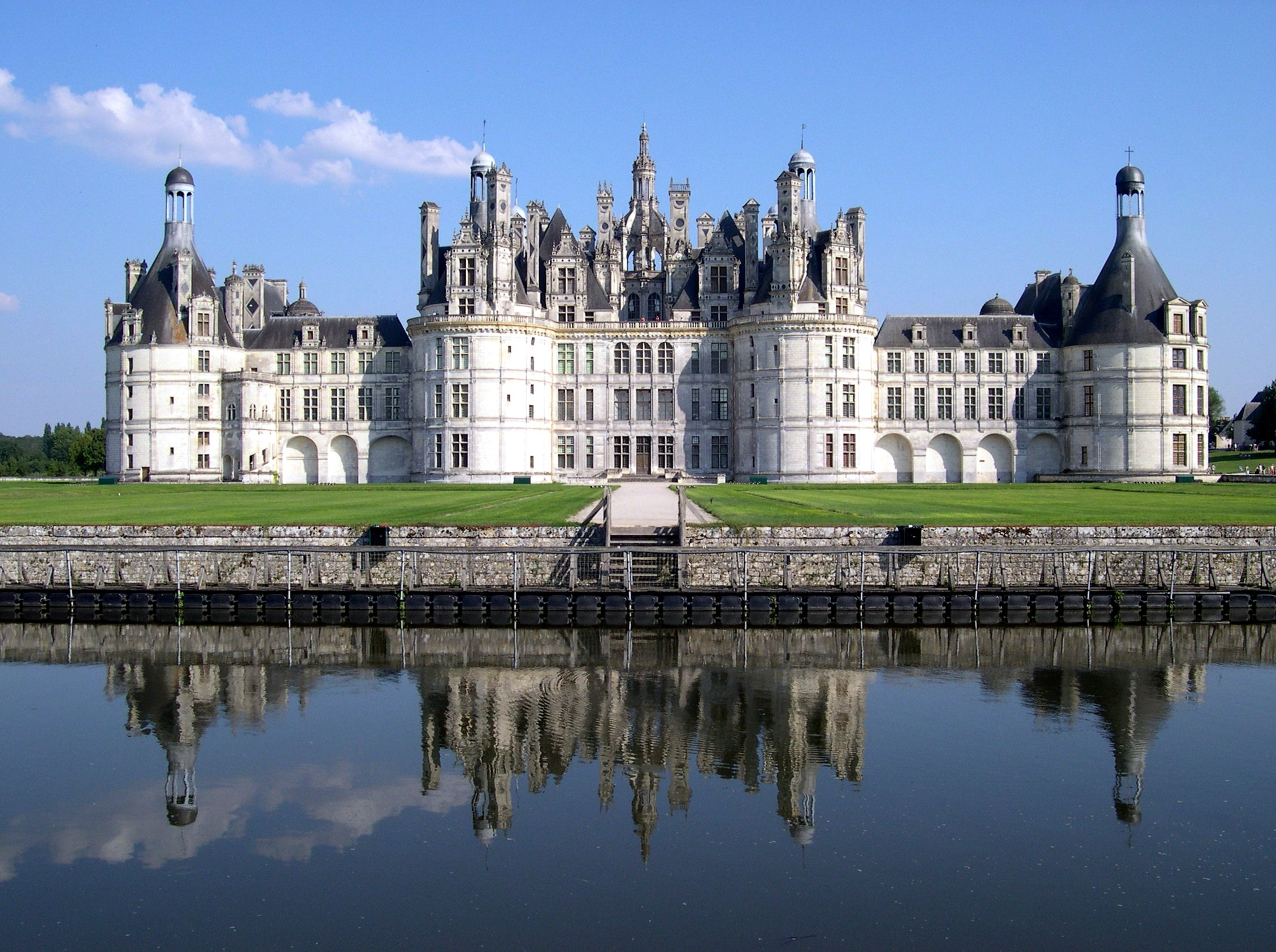 Castle of Chambord (1519-1547).