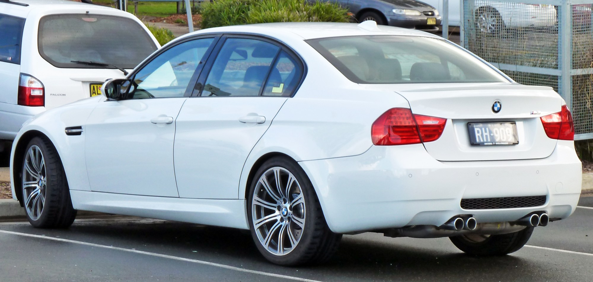 hight resolution of file 2008 2010 bmw m3 e90 sedan 02 jpg