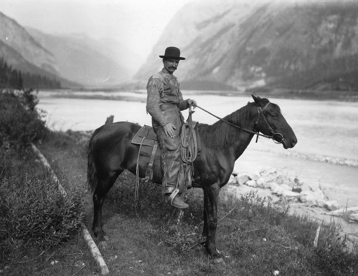 https://i0.wp.com/upload.wikimedia.org/wikipedia/commons/8/82/Cowboy_on_horse_in_Field_BC.jpg