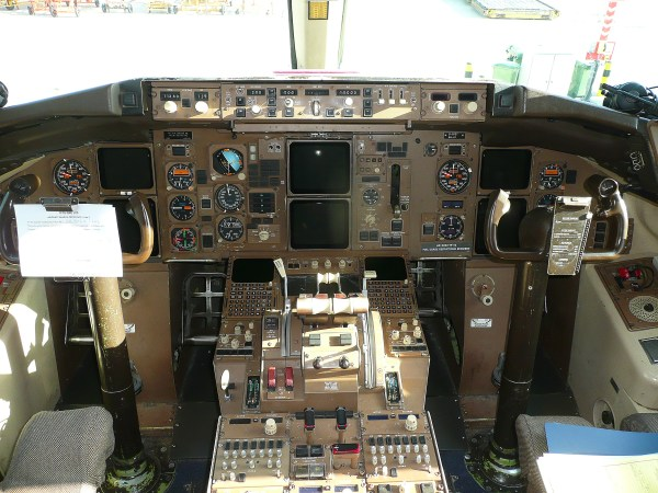B757 Cockpit - Year of Clean Water