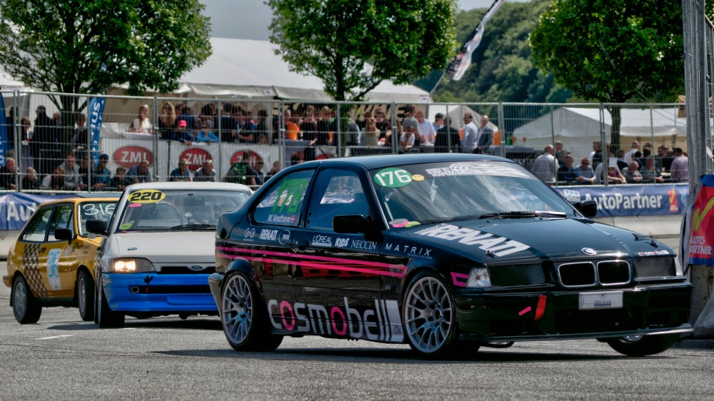 medium resolution of file l13 21 18 youngtimer 176 bmw 318ti compact 1995