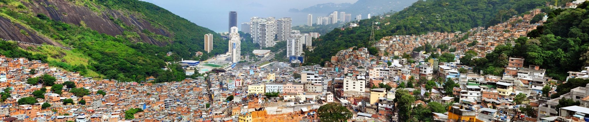 https://i0.wp.com/upload.wikimedia.org/wikipedia/commons/8/85/1_rocinha_favela_panorama_2010.jpg
