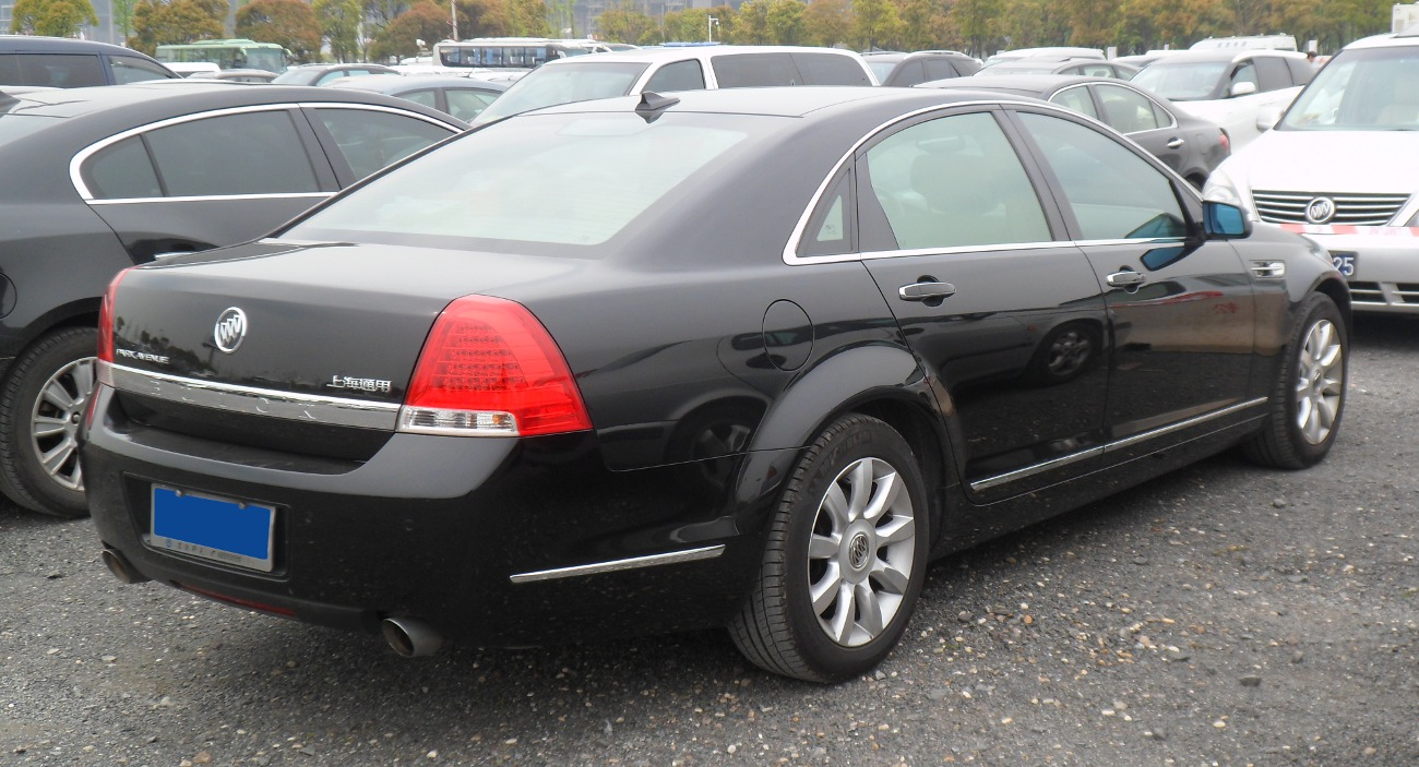 hight resolution of back of the buick park avenue